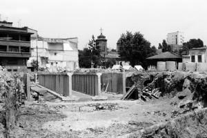 Aspecte din timpul demolarii cartierului Uranus pentru a face loc celei mai mari ctitorii a lui Ceausescu, Casa Poporului