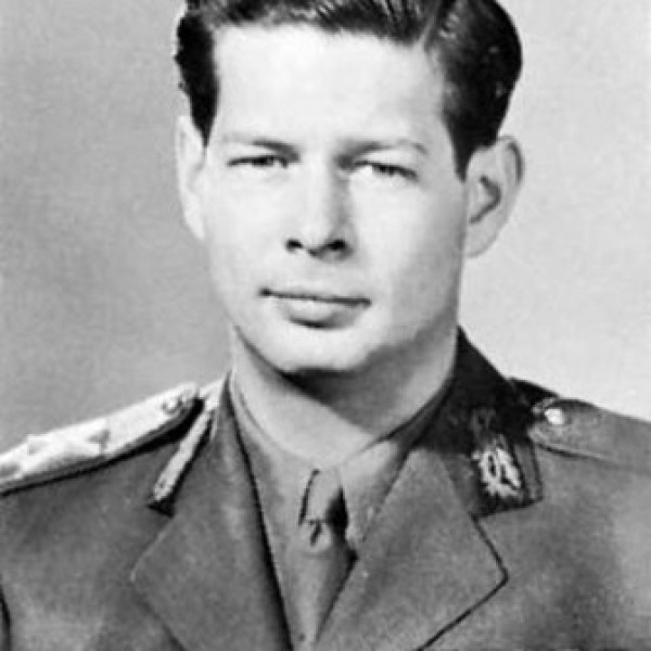 regele Mihai uniforma 1