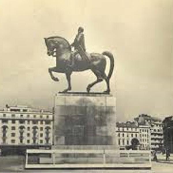regele carol statuie